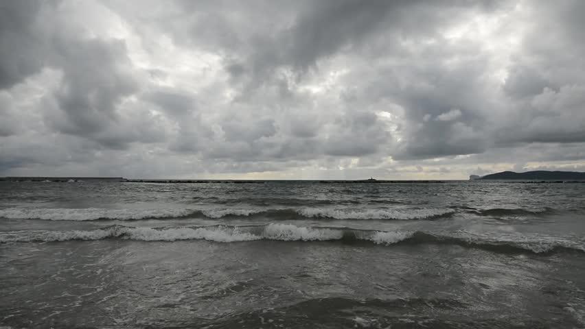 """กรมอุตุฯ ประกาศเตือน พายุ """"โทราจี"""" บริเวณภาคใต้ตอนกลาง คาดจะเคลื่อนลงทะเลอันดามันวันนี้"""