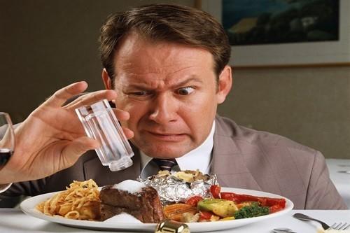 กินอาหารรสชาติจัดจ้านพิเศษ.. มีคุณและโทษอย่างไรต่อสุขภาพ ??