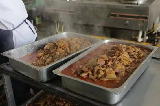 ชาวเน็ตแห่ชม! โรงเรียนมัธยมจีน คืนกำไรค่าอาหารให้นักเรียนทุกคน