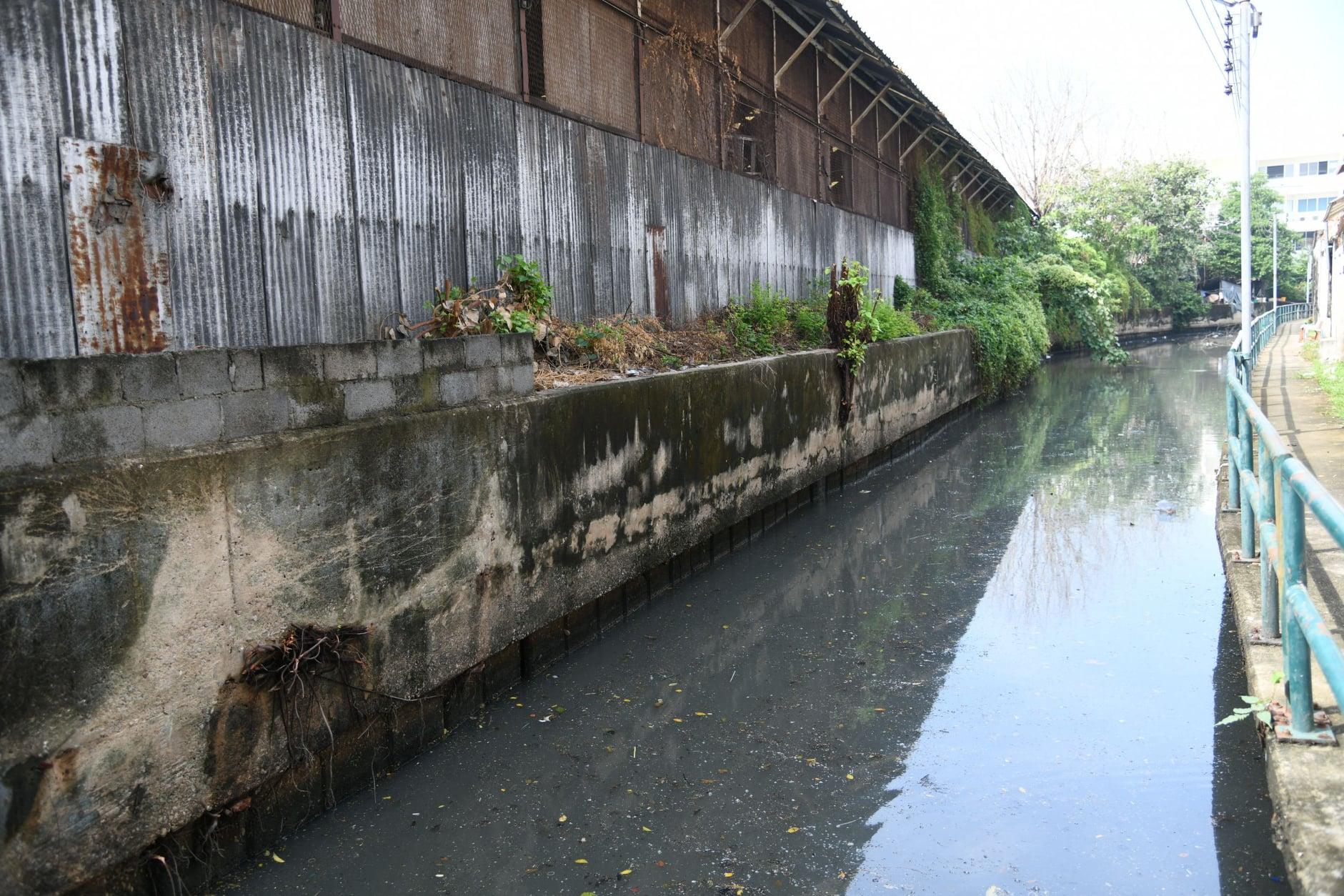 สภากทม.ลงพื้นที่จัดการน้ำบริเวณชุมชนวัดระฆังและชุมชนตรอกวังหลัง เขตบางกอกน้อย