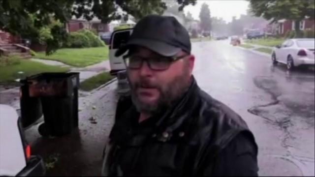 ลูกหมาดวงดี จนท.สังคมสงเคราะห์ สหรัฐฯ เข้าช่วย หลังพายุหนักจนติดหลุม