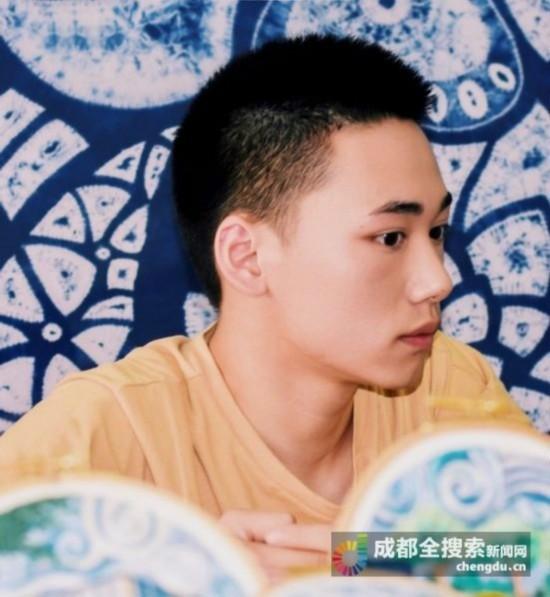 หนุ่มจีนวัย 20 เย็บปักยอดเยี่ยม
