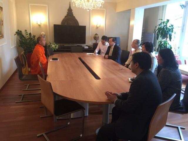 """พระสงฆ์ไทย โดยท่านเจ้าคุณสวีเดนชู """"วิปัสสนา"""" สร้างครอบครัวสันติภาพ !!!"""
