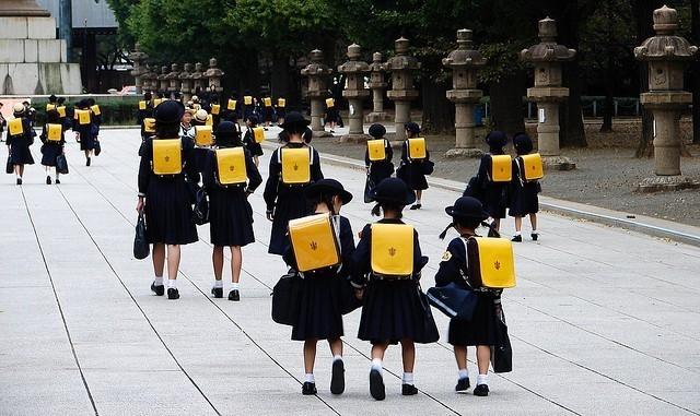 ทำไมเด็กญี่ปุ่นต้องเดินไปโรงเรียนเองทุกคน ไม่ว่าจะรวยมากหรือรวยน้อยก็ตาม