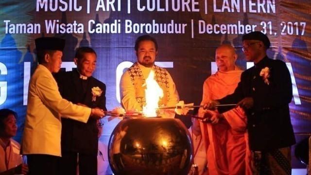 วัดพระธรรมกายร่วมจัดพิธีลอยโคมเพื่อสันติภาพร่วมกับผู้นำศาสนา ณ มหาเจดีย์บุโรพุทโธ