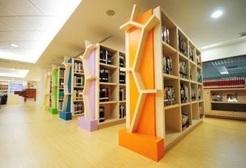 """เคยสงสัยกันไหมว่า..ทำไมเรียกห้องที่เต็มไปด้วยหนังสือ ว่า """"ห้องสมุด"""" ไปดูคำตอบกันครับ!"""